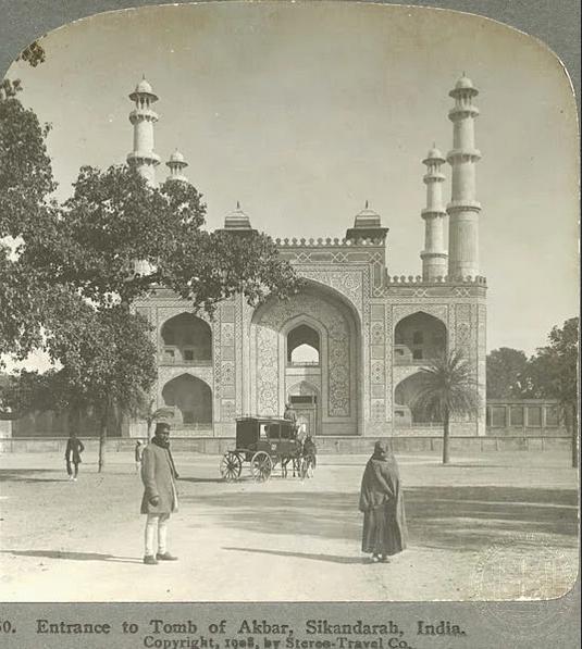 Historical photos of India-Akbar's Tomb at Sikandara